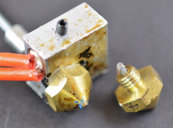 stampa-3d-facile-problemi-guida-plastica-stampante-simplify3d-estrusore-ugello-ostruito-filamento-1