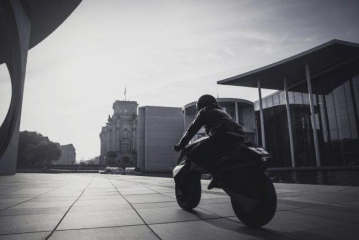 Nera, la moto stampata in 3D, vista da un'altra prospettiva